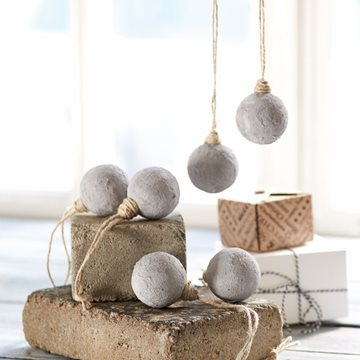 Concrete paste baubles